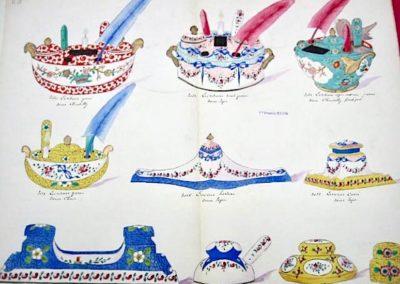 4 Ecritoires (décors Chantilly, Sèvres et Chine) et 6 encriers